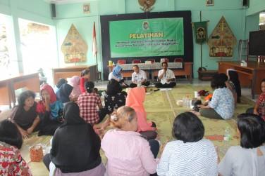 Pelatihan membuat Asesoris bagi keluarga miskin
